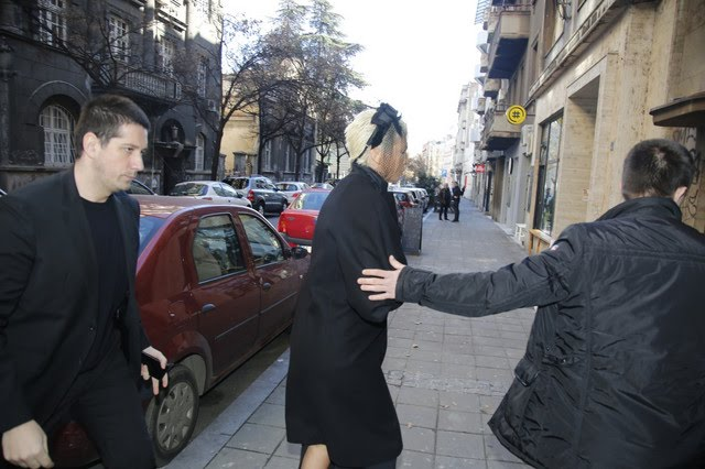 ISEKLA KOSU POSLE SMRTI MAJKE Prve fotografije Jelene Karleuše na komemoraciji (FOTO)